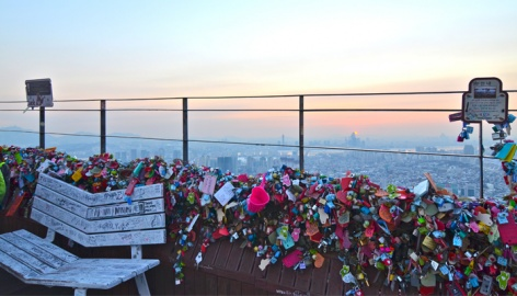 Seoul Tower Heart Chair